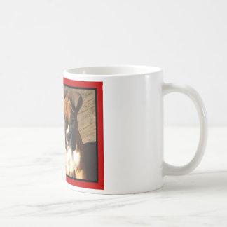 Taza del perrito del boxeador de la tarjeta del dí