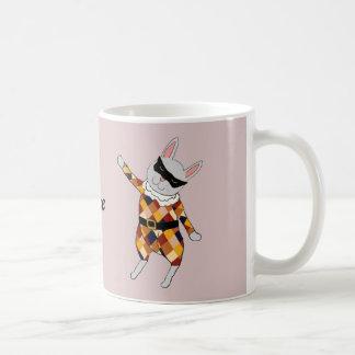 Taza del personalizable del conejito del Harlequin