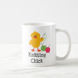 Taza del polluelo que hace punto