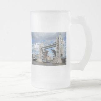 Taza del puente de la torre