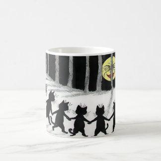 Taza del regalo de la luna del gato negro