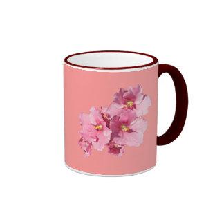 Taza del rosa de la violeta africana