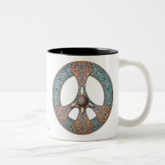 Taza del signo de la paz de Knotwork