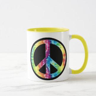 Taza del signo de la paz del teñido anudado