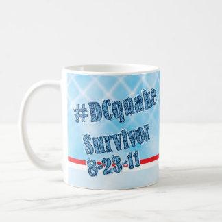Taza del superviviente 8-23-11 del temblor de DC