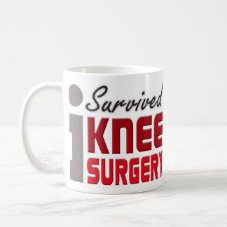 Taza del superviviente de la cirugía de la rodilla
