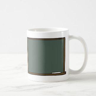 Taza del tablero de la tiza del profesor en blanco