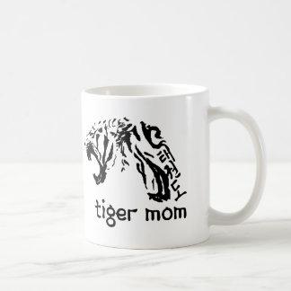 Taza del Taekwondo de la mamá del tigre