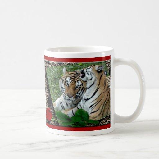 Taza del tigre de la tarjeta del día de San