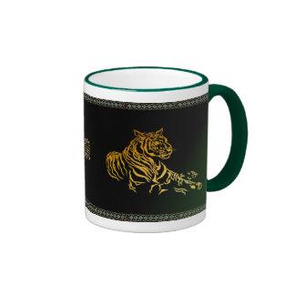 Taza del tigre del oro