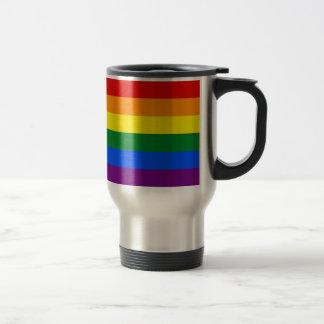 Taza del viaje con la bandera del arco iris LGBT