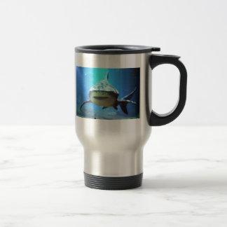 Taza del viaje del tiburón