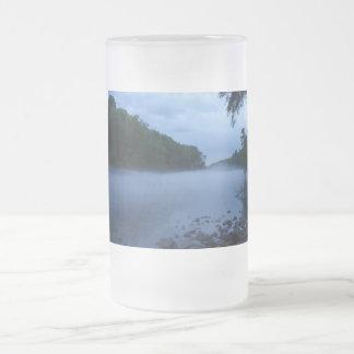 Taza del vidrio esmerilado - niebla del río
