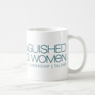 Taza distinguida de Coffe de las mujeres jovenes