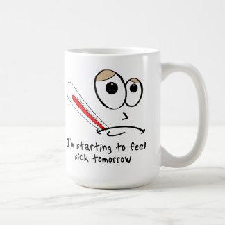 Taza divertida de sensación de la mañana enferma