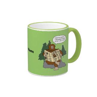 Taza divertida del dibujo animado de Bigfoot de la