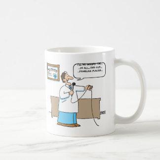 Taza divertida del dibujo animado del Proctologist
