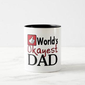 Taza divertida del humor del papá más okayest del