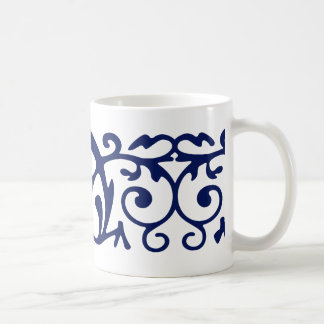 Taza elegante del azul marino y blanca de café