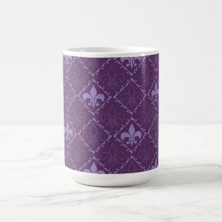 Taza elegante del modelo de la flor de lis,
