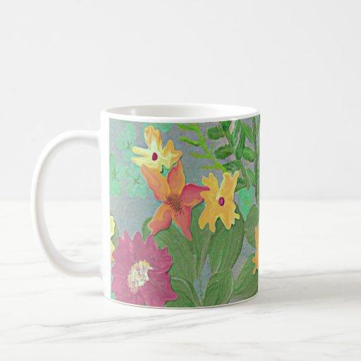 Taza en colores pastel de la hierba y de café del