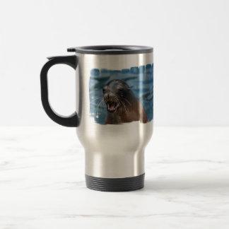 Taza enojada del viaje del león marino