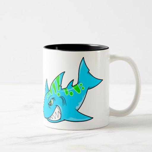 Taza enojada mala del tiburón