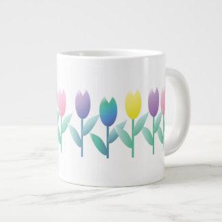 Taza enorme casera de los tulipanes de la taza grande