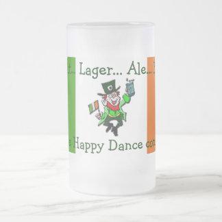 Taza escarchada del Leprechaun céltico irlandés