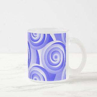 Taza espiral azul del vidrio esmerilado de la