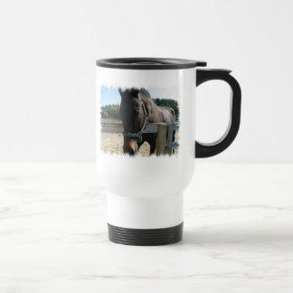 Taza excelente del viaje del caballo de la bahía o