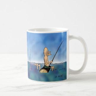 Taza extraña del dibujo animado de la pesca del