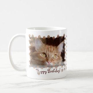Taza feliz de Birhtday del gatito del gato de los
