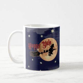 Taza feliz de Navidad de la bruja de Yule