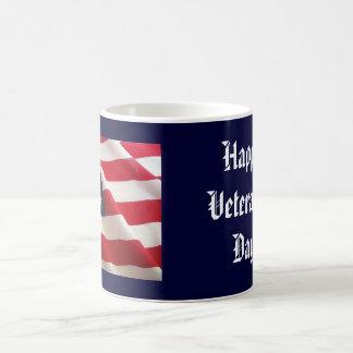 Taza feliz del día de veterano