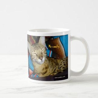 Taza feliz del gato de la sabana