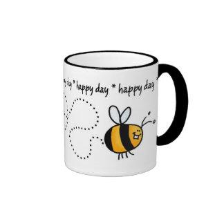 taza feliz del rastro de la abeja del día