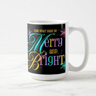 Taza feliz y brillante del navidad