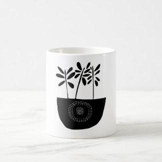 Taza floral blanco y negro moderna