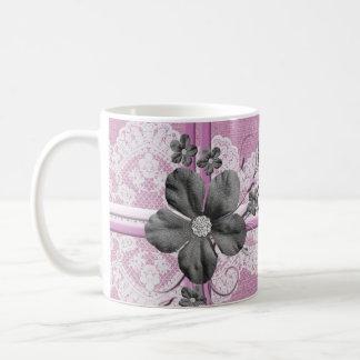 Taza floral de la arpillera del cordón rosado de