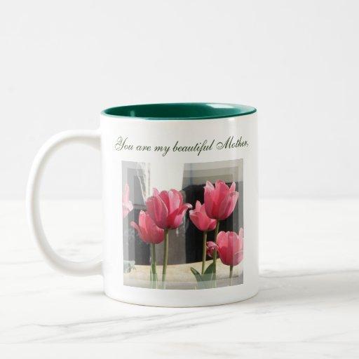 Taza floral de la madre hermosa