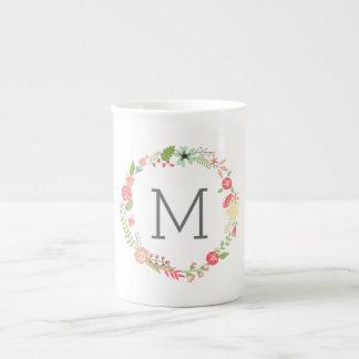 Taza floral hermosa de la porcelana de hueso del