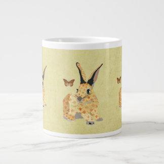 Taza floral lamentable del conejito taza grande