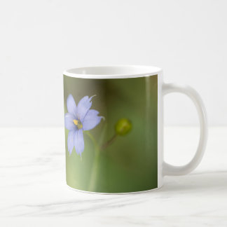 Taza floral observada azul de la taza del