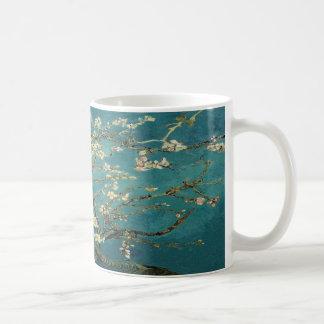 Taza floreciente del árbol de almendra de Van Gogh
