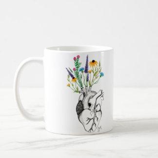 taza floreciente del corazón
