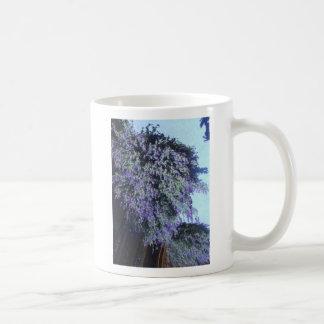 Taza floreciente púrpura del árbol