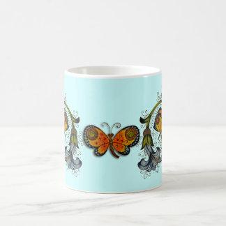 Taza florentina de la mariposa del renacimiento