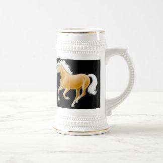 Taza galopante del caballo de Haflinger
