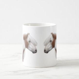 Taza gitana de los caballos de la pintura de Vanne